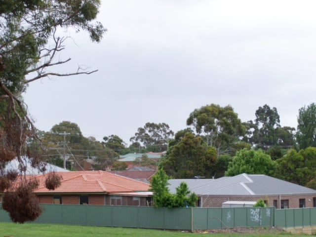 27 Lucia Crescent, Mount Clear, Vic 3350