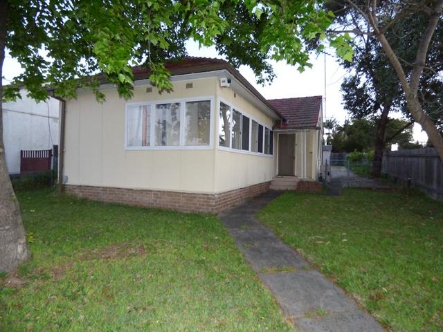 122 BORONIA STREET, Greenacre, NSW 2190