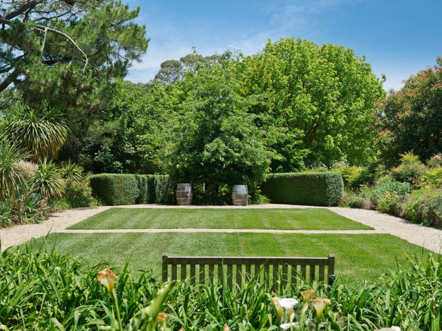 99 Crooked Road, Romsey, Vic 3434