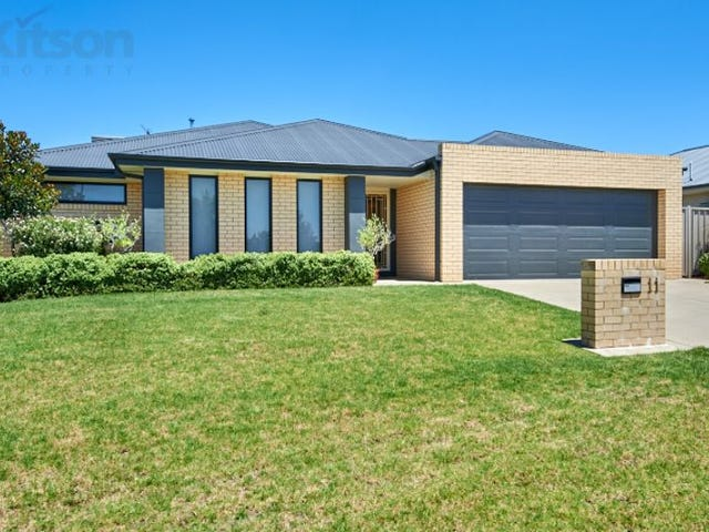 11 Bindari Avenue, Glenfield Park, NSW 2650