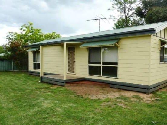 37 Lowe Street, Howlong, NSW 2643