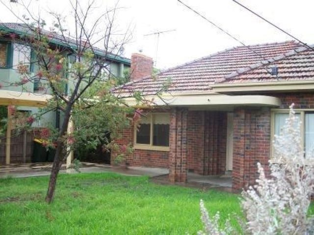 27 Hayes Road, Strathmore, Vic 3041