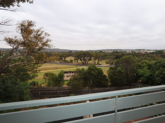 2/6 East View Parade, Belmont, Vic 3216