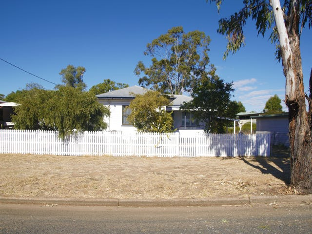34 Eleanor Street, Miles, Qld 4415