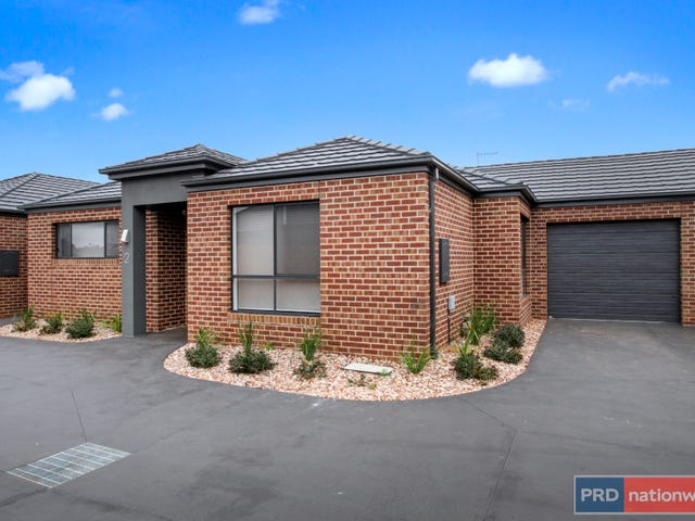 2/2 The Grove, Melton West, Vic 3337