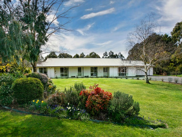 8 Dowie Court, Romsey, Vic 3434