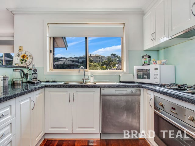 2/4 Weyburn Place, Avondale Heights, Vic 3034