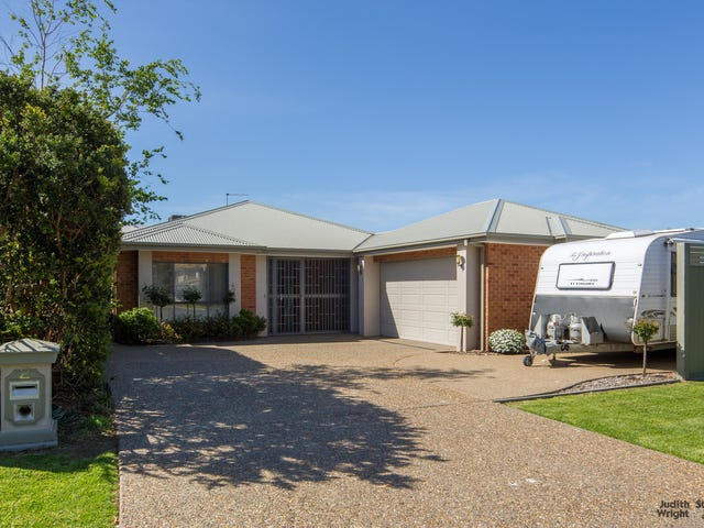 2 Amanda Close, Cowes, Vic 3922