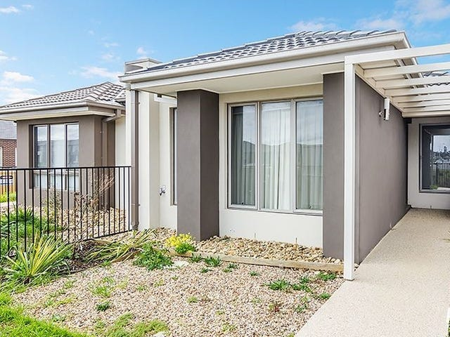 13 Comtois Lane, Clyde North, Vic 3978
