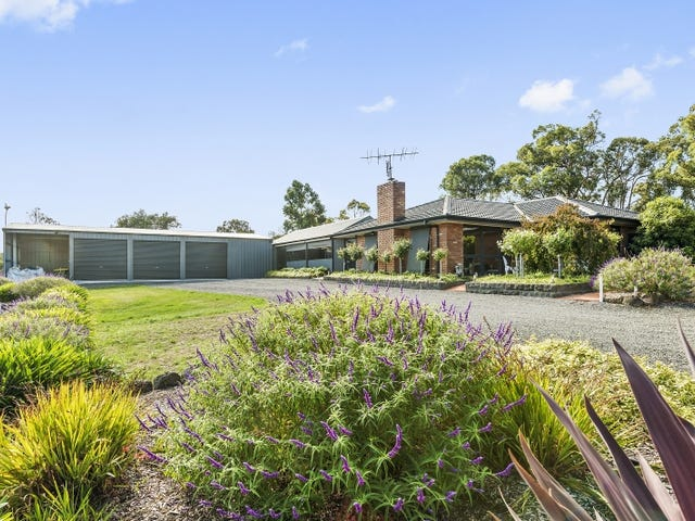 23 Nugent Crt ,(accessed of Lumsden Lane), Clarendon, Vic 3352