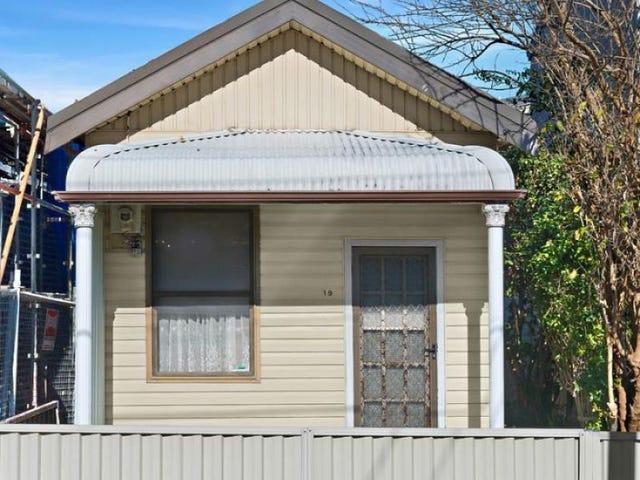19 Universal Street, Eastlakes, NSW 2018
