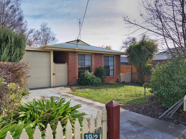 2/19 Wood Street, Woodend, Vic 3442