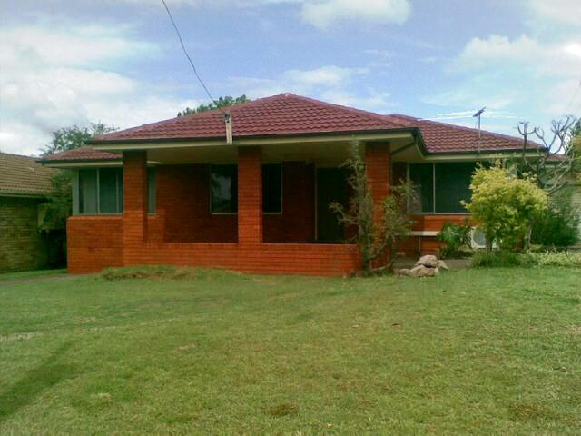 1 Hastings Place, Campbelltown, NSW 2560