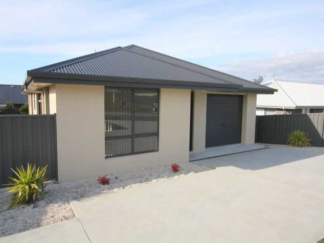 2/18  Tranquil Place, Shearwater, Tas 7307