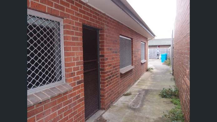 1/15 Camms Road Cranbourne VIC 3977 - Image 2