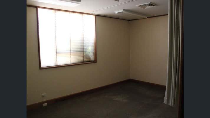 Suite 8, 7 Scott Street East Toowoomba QLD 4350 - Image 9