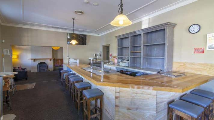 Commercial Hotel, 24 Park Street Millthorpe NSW 2798 - Image 2
