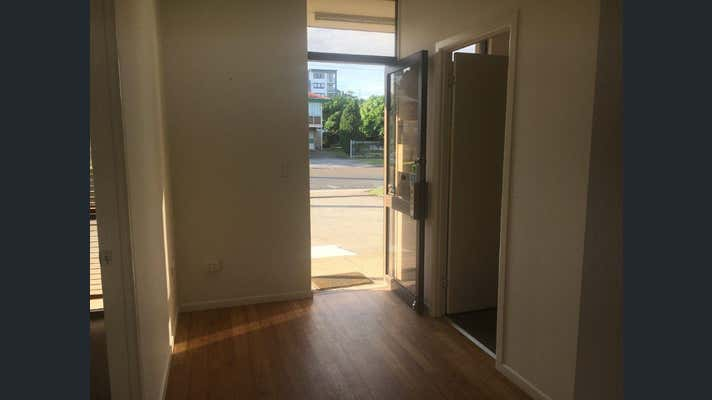 2/18 Pickwick Street Cannon Hill QLD 4170 - Image 2
