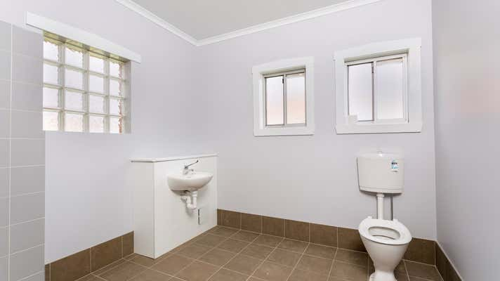 663 Pemberton Street Albury NSW 2640 - Image 6