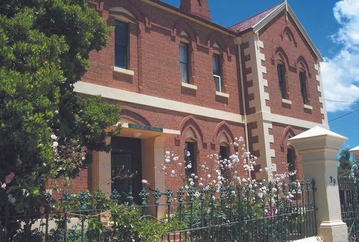 39 Isabella Street Queanbeyan NSW 2620 - Image 1