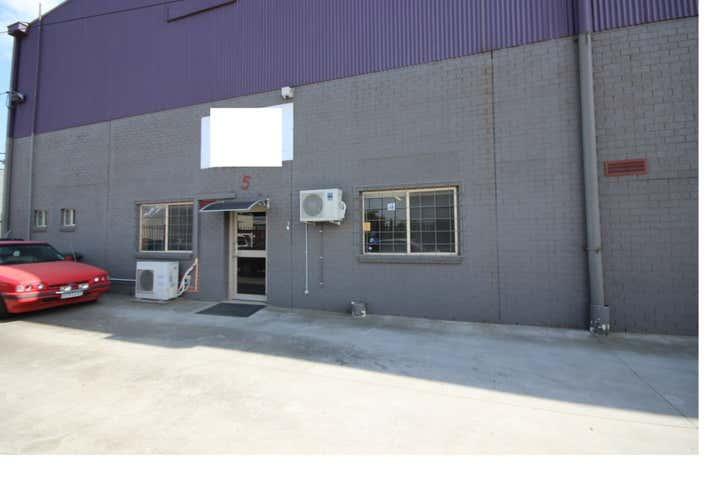 5 Whitehill Ave Sunshine North VIC 3020 - Image 1