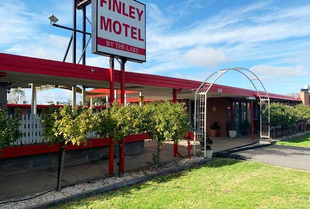 Finley Motel by the Lake, 36-40 Murray Street Finley NSW 2713 - Image 1