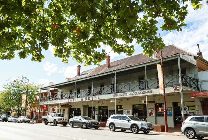Royal Hotel, 88 Wynyard Street, Tumut, NSW 2720