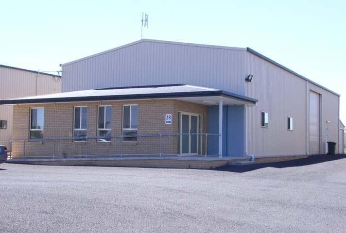 Unit 1, 28 Salesyard Rd Parkes NSW 2870 - Image 1