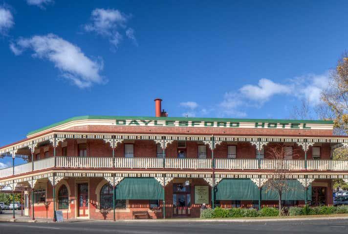 Daylesford Hotel, 2 Burke Square, Daylesford, Vic 3460