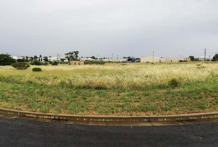 11 Boyd Circuit Parkes NSW 2870 - Image 1