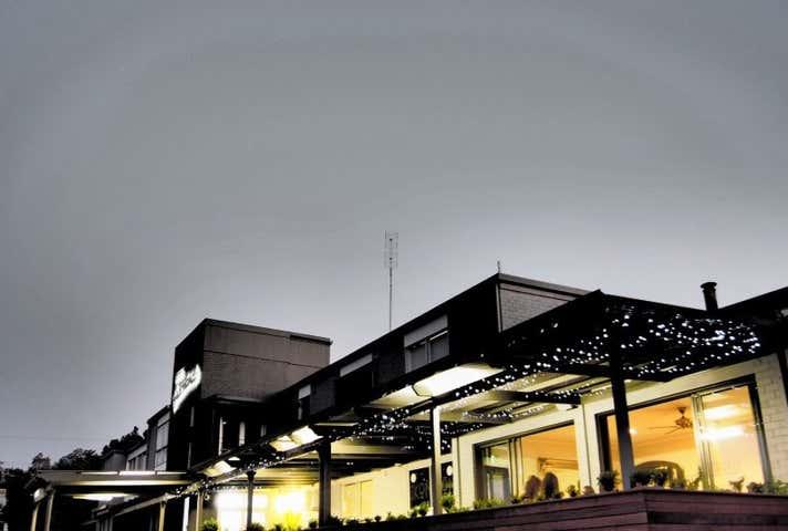 Hotel Gracelands, 7-9 Bushman Street Parkes NSW 2870 - Image 1