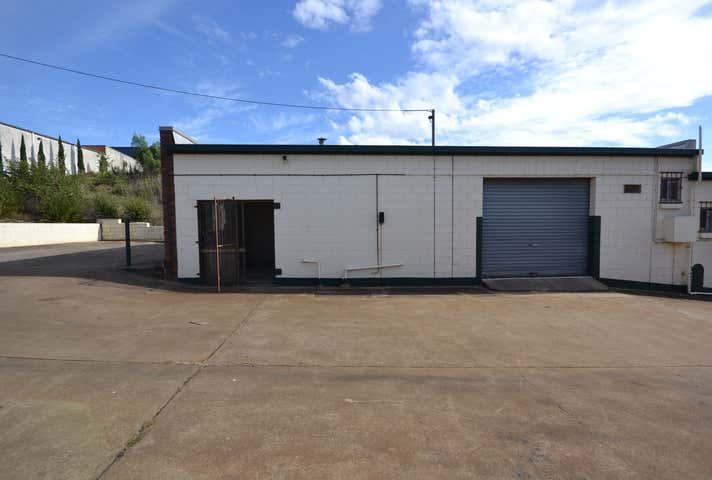 Unit 1/2 Stradbroke Street Rockville QLD 4350 - Image 1