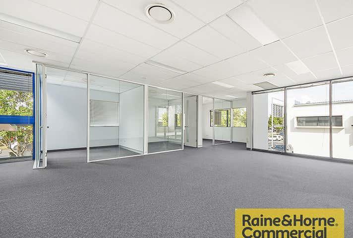 8/191 Hedley Avenue Hendra QLD 4011 - Image 1