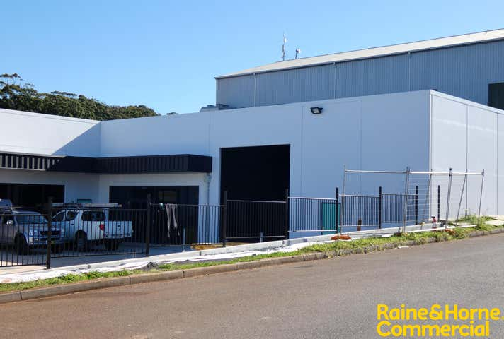 (L) Unit 3, 211 Lake Road Port Macquarie NSW 2444 - Image 1