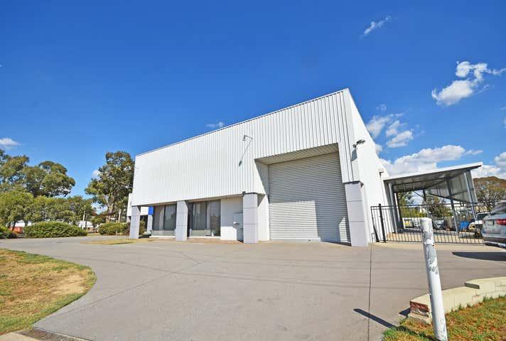 3/12 Moorefield Park Drive Wodonga VIC 3690 - Image 1