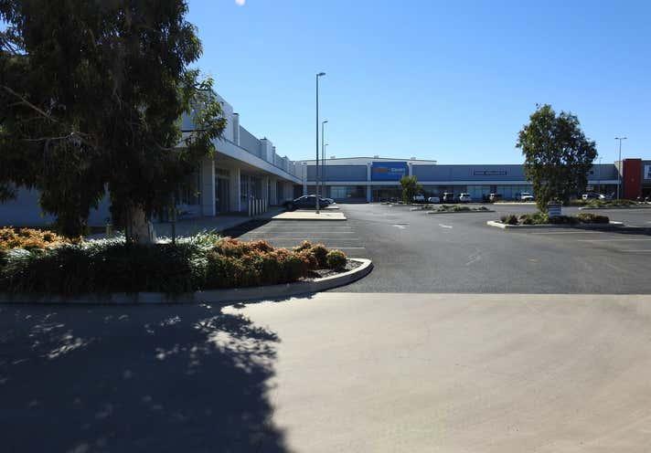 21 Ballard Street, Emerald, QLD 4720, Showroom & Bulky Goods