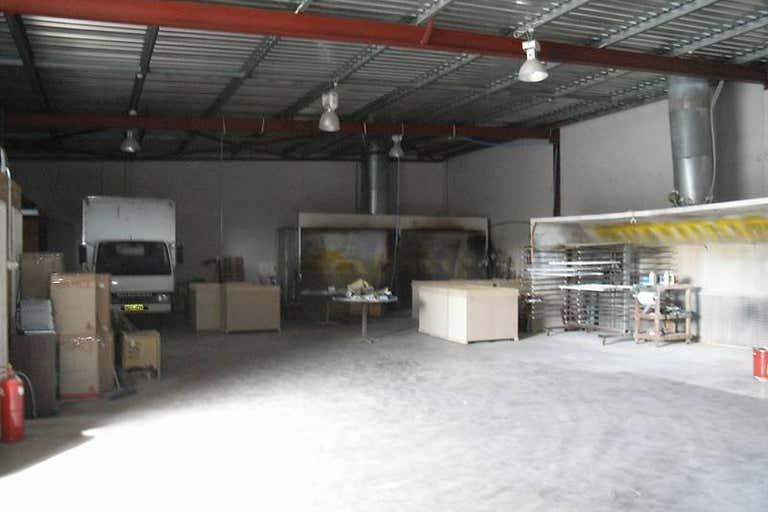 4/6 Elmsfield Rd Midvale WA 6056 - Image 2