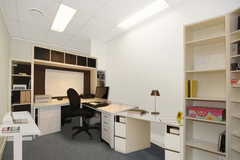 1/137 Ingham Road West End QLD 4810 - Image 3