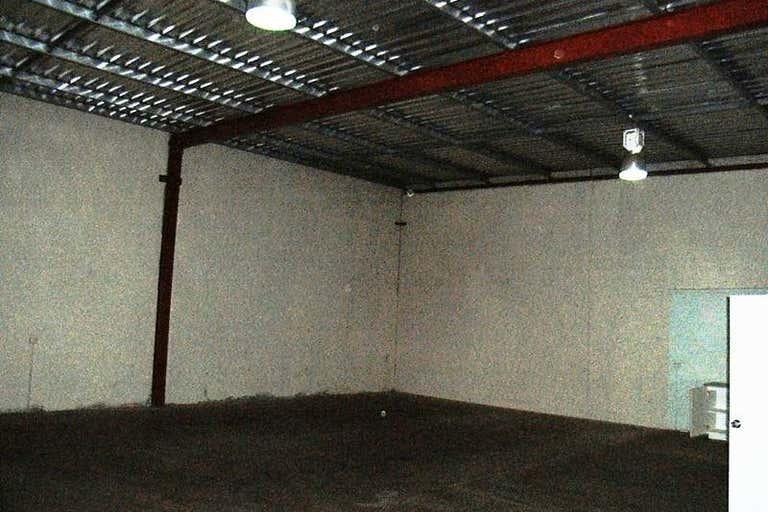 2/6 Elmsfield Rd Midvale WA 6056 - Image 3