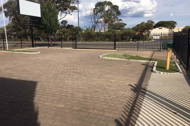 111 Adelaide Road Murray Bridge SA 5253 - Image 2