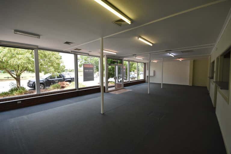 393 Townsend Street Albury NSW 2640 - Image 4