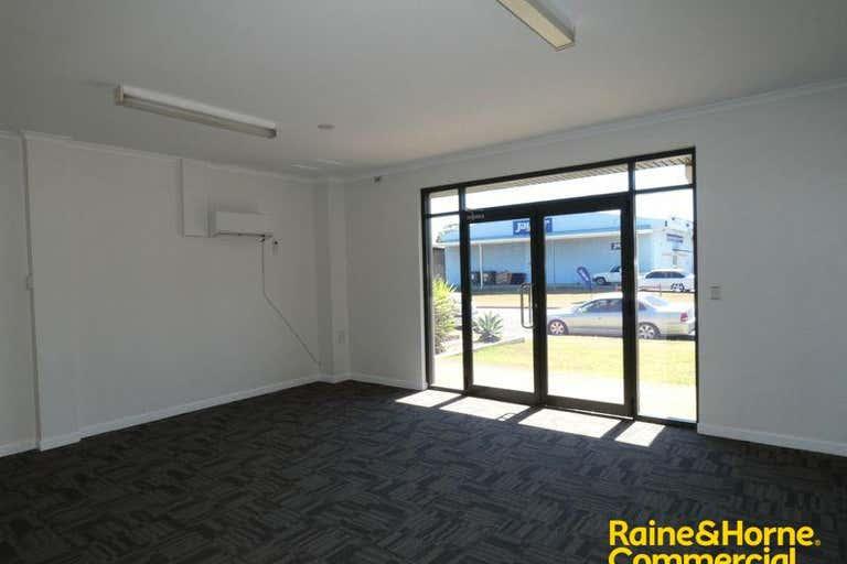 (L) Unit 3, 146 Lake Road Port Macquarie NSW 2444 - Image 2