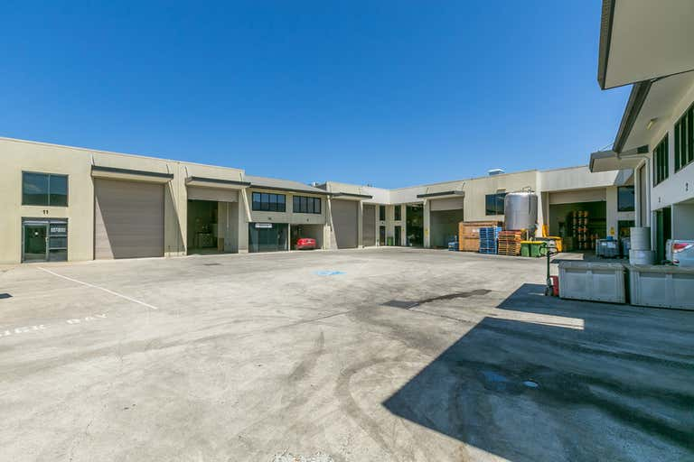 4 INDUSTRIAL UNITS IN A GREAT LOCATION! - Image 2