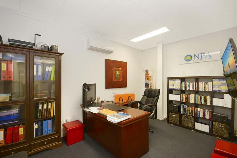1/137 Ingham Road West End QLD 4810 - Image 2