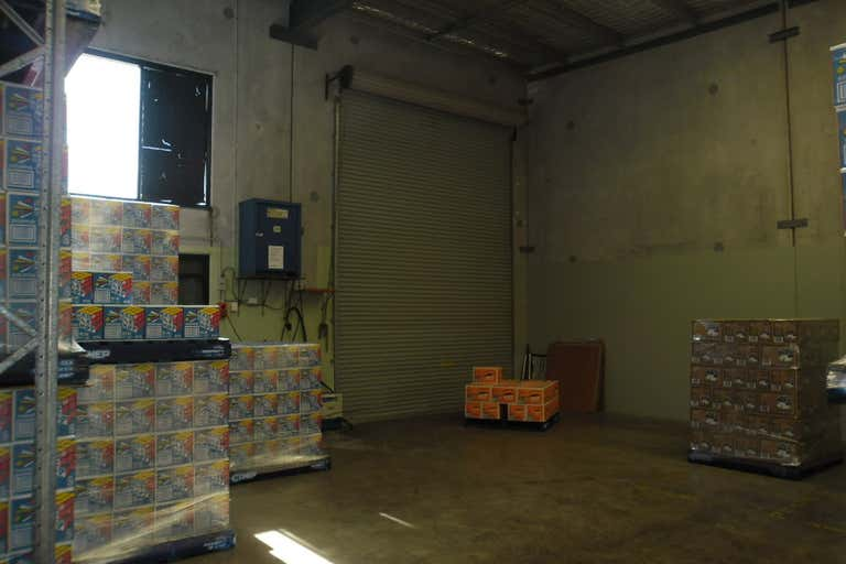4 INDUSTRIAL UNITS IN A GREAT LOCATION! - Image 4
