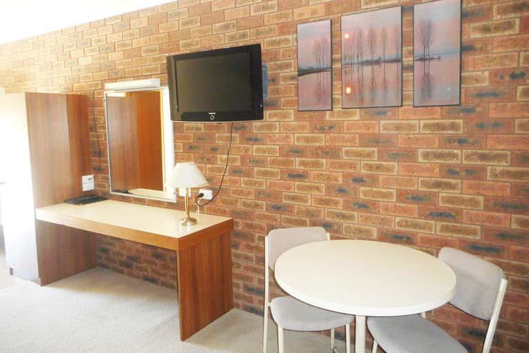 Finley Palm Motor Inn, 2-10 Berrigan Street Finley NSW 2713 - Image 2