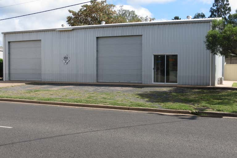 16 Powell Street Emerald QLD 4720 - Image 2