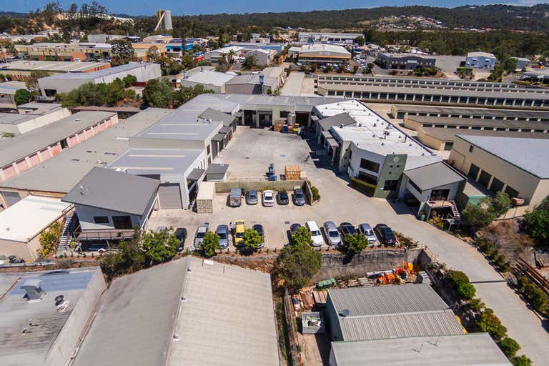 4 INDUSTRIAL UNITS IN A GREAT LOCATION! - Image 3