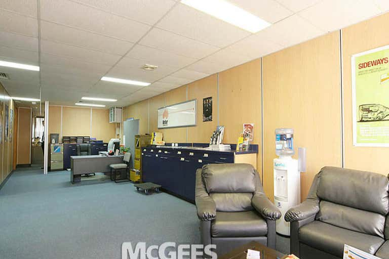 1/220 Boundary Street Spring Hill QLD 4000 - Image 2