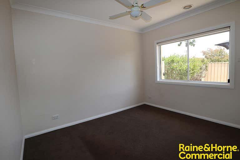 1/82 Thorne Street Wagga Wagga NSW 2650 - Image 2